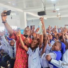 Azuka Inspires & takes selfie with students in Nigeria @ Africa Energy Tour 2018